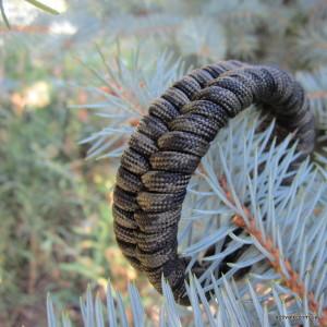 браслет из паракорда snake